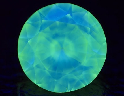 2 tone mixture of green and blue diamond fluorescence