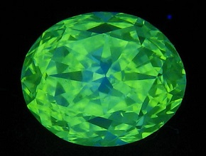 strong green fluorescence in diamond